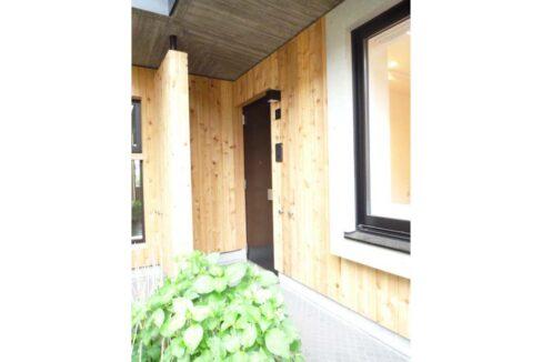 w-house2-door