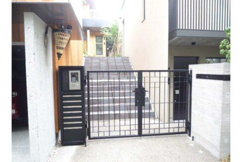 w-house2-entrance