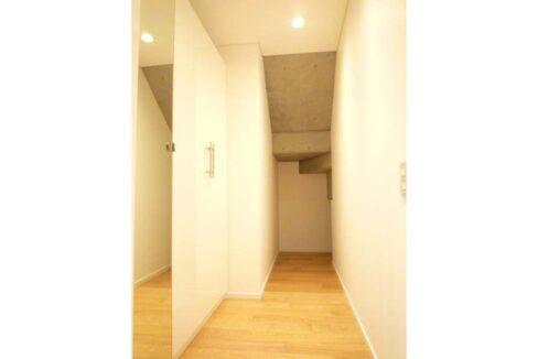 w-house2-walk-in-closet